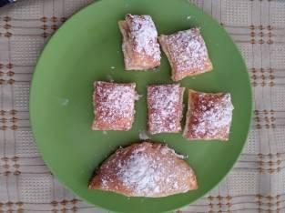 Miguelitos y empanadilla de crema